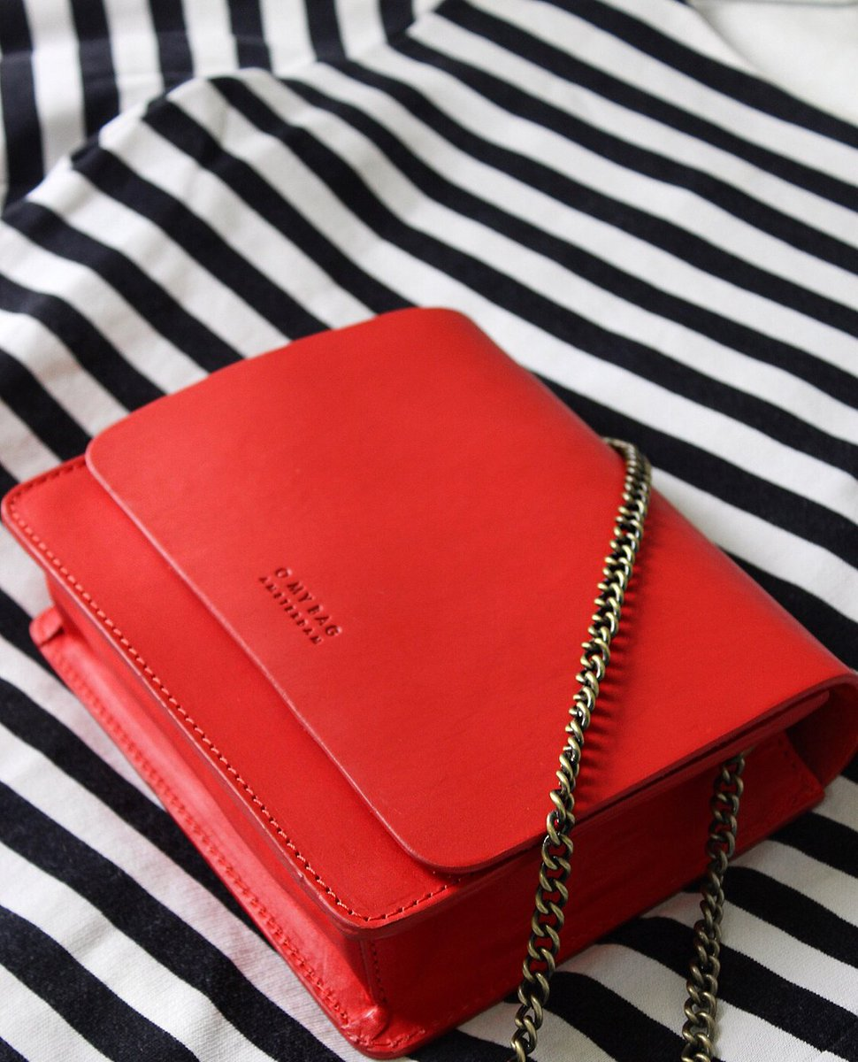 AUDREY MINI | Bags that make you blush.   #aseasonalshift #myquietbeauty #embracingtheseasons #simpleandstill #ofsimplethings #calm_collected #mybeautifulsimplicity #flatlaytoday #calmversation #accessoriesforwomen #minimal_perfection #minimalmood #red #frenchstyle #parisstypic.twitter.com/OjmwUsAQb7