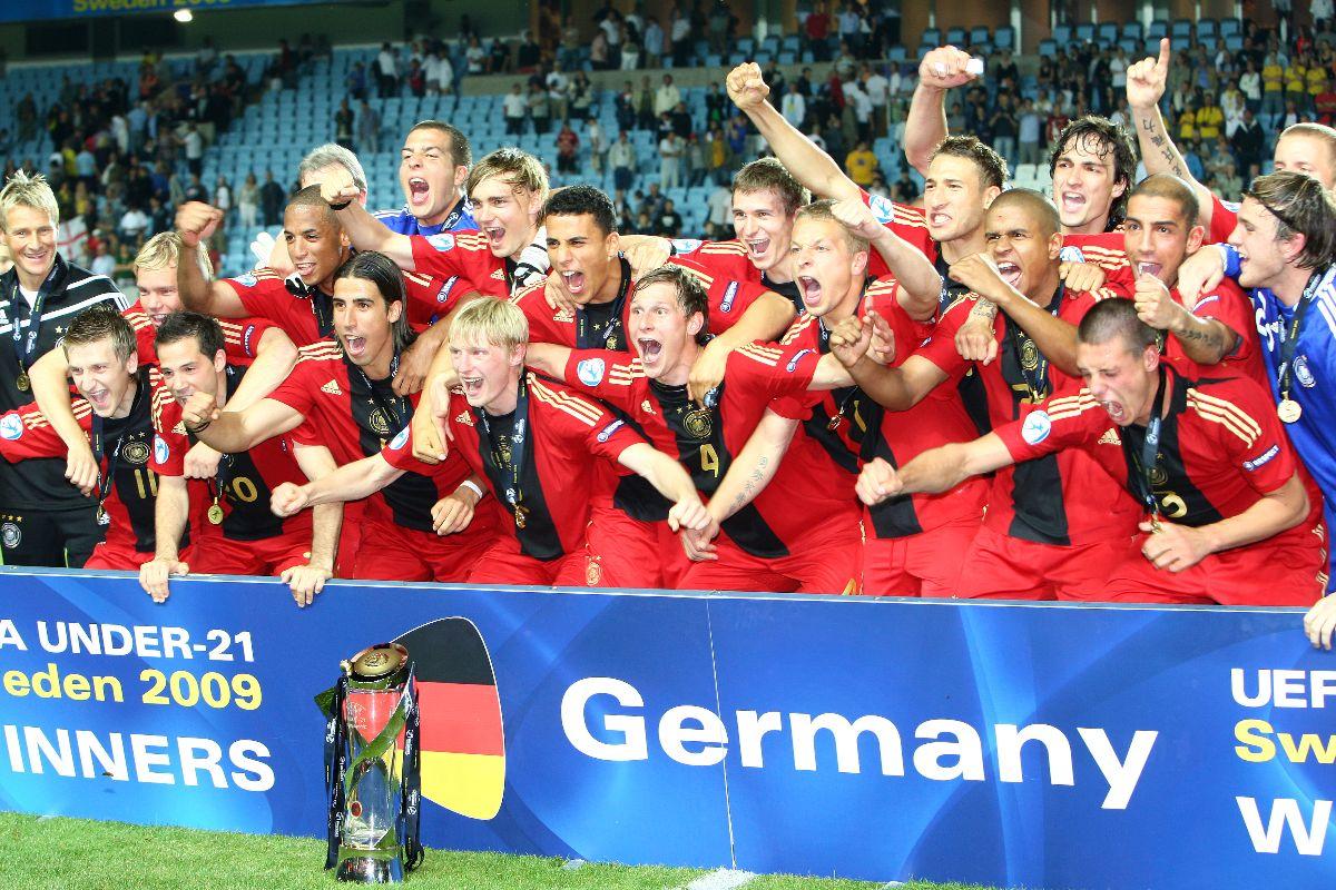 Was für 'ne geile Mannschaft! 🤩  #OnThisDay 2009: #U21-Europameister in Schweden 🥳  #HERZZEIGEN #throwback https://t.co/DAyKbXXsRZ