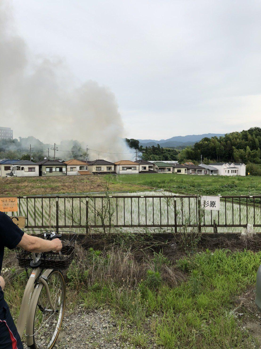 画像,授業中に家の近くで火事あった 死人や怪我人はいてないらしいから良かった#火事 https://t.co/cYSfRNjSDs…