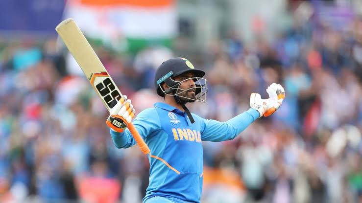 75 run in Knockout match with 130+ strikerate & 4 sixes! Where yours so called best batmans failed 50 times better than overrated kurnal pandya Sir jadeja  <br>http://pic.twitter.com/paeiX9VWY3