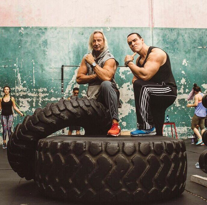 Miss workouts with my friend - action star @MatthiasHues! My article about outdoor training is coming soon!)  💪😊🌴 #alexandernevsky #александрневский https://t.co/g2O3ynbC6a