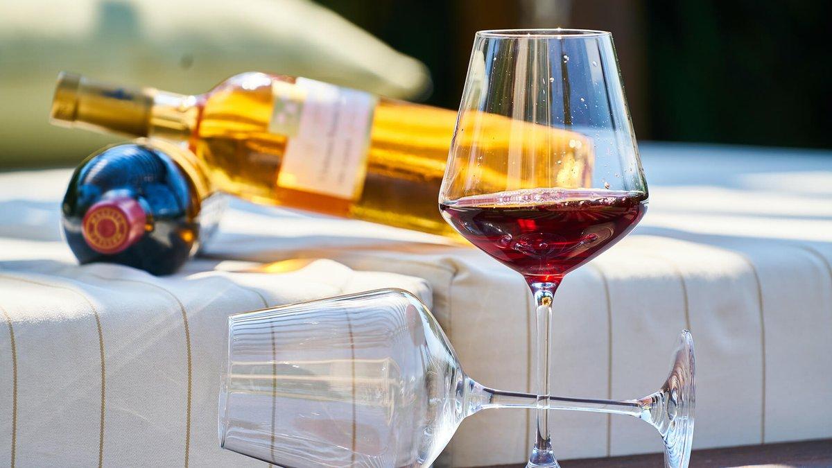 Measuring the Sweetness of Wine  https://www.lux-review.com/how-is-the-sweetness-of-wine-measured-an-expert-explains/…   #wine #sweetwine #luxuryliving #tipple #taste #luxurylifestyle #LUXLife pic.twitter.com/ga8mouYpN1
