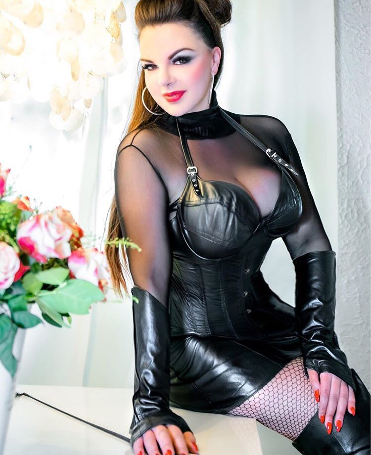 Femdom cams chat with kinky mistress chat rooms