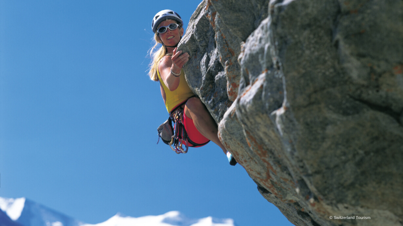 🇨🇭🏔️ Did you know that Alpinism is considered a national hobby in 🇨🇭?   With life slowly going back to normal, the Swiss are eager to spend time in nature and mountaineering is a beautiful way to bring together knowledge of the environment and develop mind/body connection. https://t.co/aBIS71xcdb