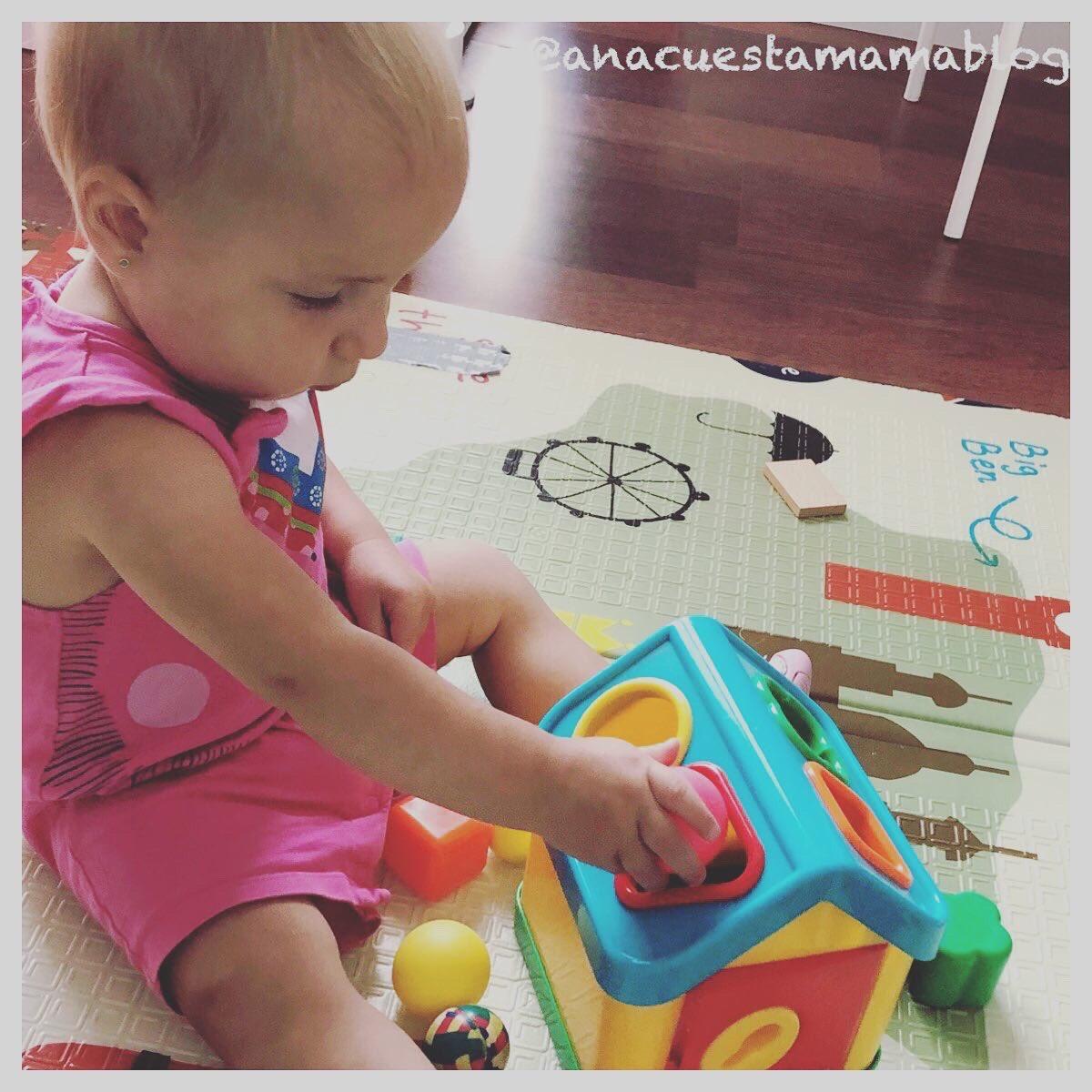 #jugarencasa #conceptos #dentroyfuera #abiertoycerrado  Me encanta la #etapadedesarrollo en la que está entrando Clara. Demanda #juegos y está feliz #descubriendo y comprendiendo el mundo. #crianza #maternidad #montessoriathome #aprenderjugando #desarrollocognitivopic.twitter.com/N0tLjM1WI2