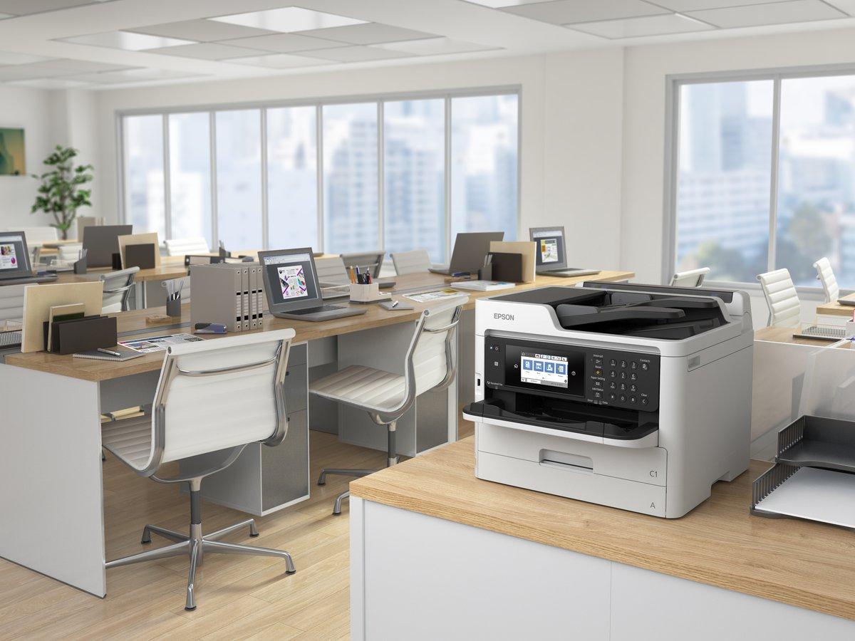 """Un parco stampanti distribuito può aiutare a mitigare il problema del """"contatto alla stampante"""" in ufficio e, attraverso tecnologie come Epson Print Admin e Pull Print, i punti di contatto sono ridotti al minimo. https://t.co/6CmzV9AsyG #workplacesafety #Epson #EpsonBIJ https://t.co/q1hVjOF2wQ"""
