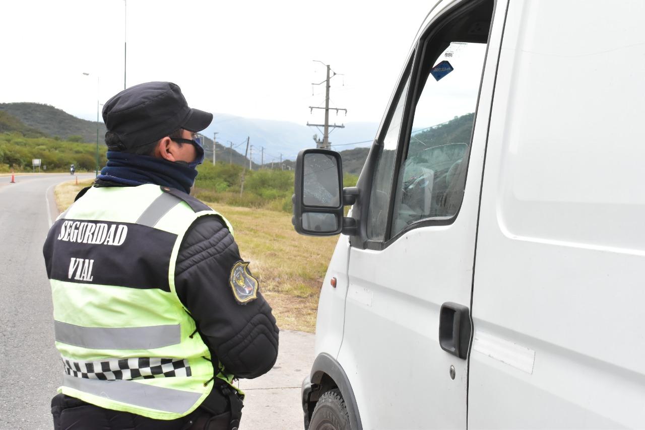 entrada control policia acceso camion carga transporte