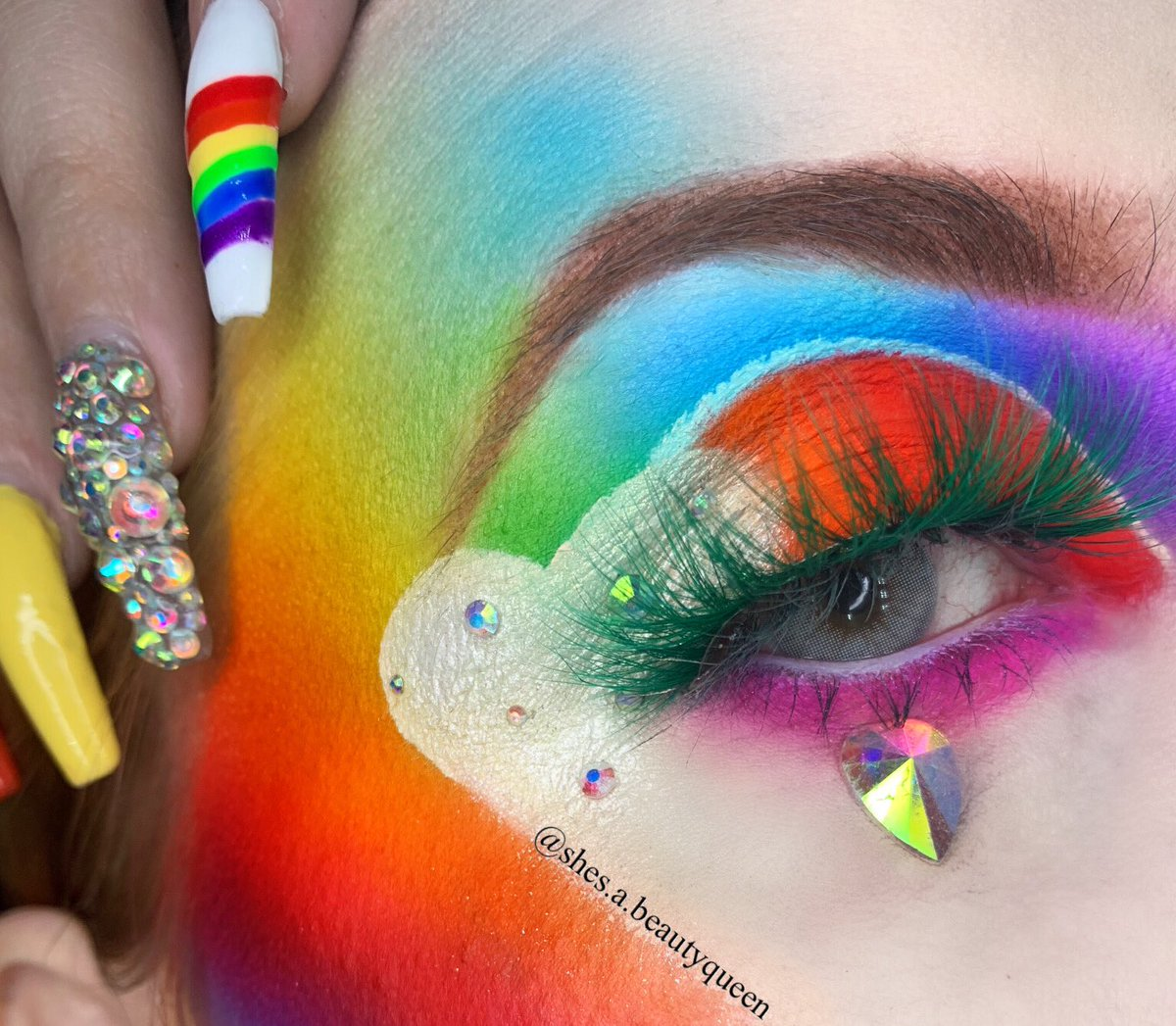 "Hearts  and rainbows   Lashes- @RoyalBeautyCos1 ""Fiona"" Palettes- @norvina @anastasiabeverlyhills ""vol 3""  @jeffreestar @jeffreestarcosmetics ""jawbreaker""  Brows- @morphebrushes ""latte brow cream"" Inspo from @the_beauty.junkie  #morphe #anastasiabeverlyhills #LGBTQpic.twitter.com/mXClbZHz5z"