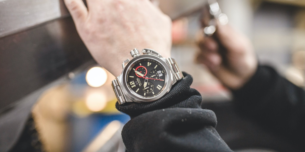 Loaded with vintage character and TW Steel attitude, the TW999 is here to take your style full throttle.  Always original and packed with Swiss-made movement, this timepiece combines a bold look with refined watchmaking.   https://t.co/Z1qKdV5yZO  #TWSteel #SwissMade #SonOfTime https://t.co/S3pH6zY0Uh