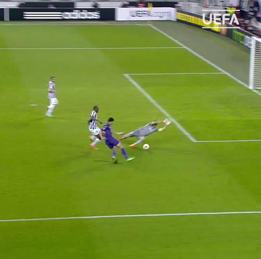 🇩🇪 Happy retirement, Mario Gomez! 👋  #UEL | @Mario_Gomez https://t.co/ZPkUSBMngG