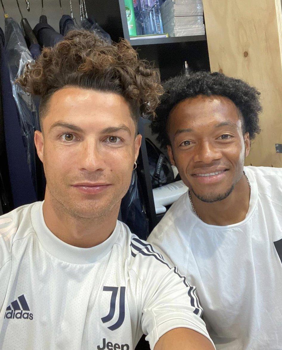 El nuevo look de Cristiano Ronaldo. Dice que le metió sabor colombiano como su panita Cuadrado.