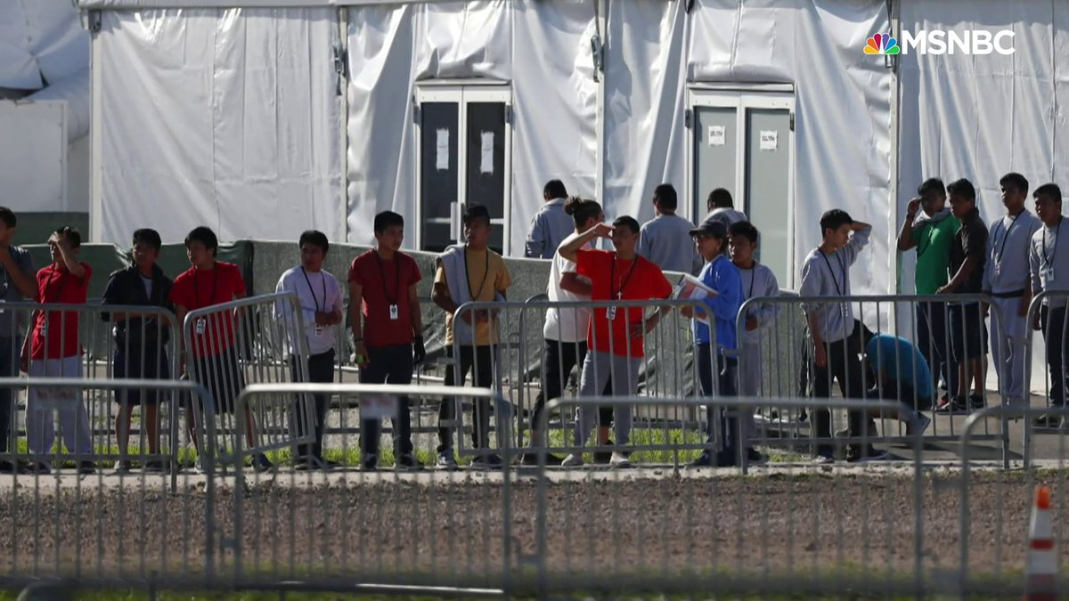 124 migrant kids and parents still may be separated by Trump admin. Lawyers sounding alarm. ICE hasn't committed to release families *together* in response to a ruling Friday, despite having ability to release amid COVID outbreak in detention. More. ⬇️