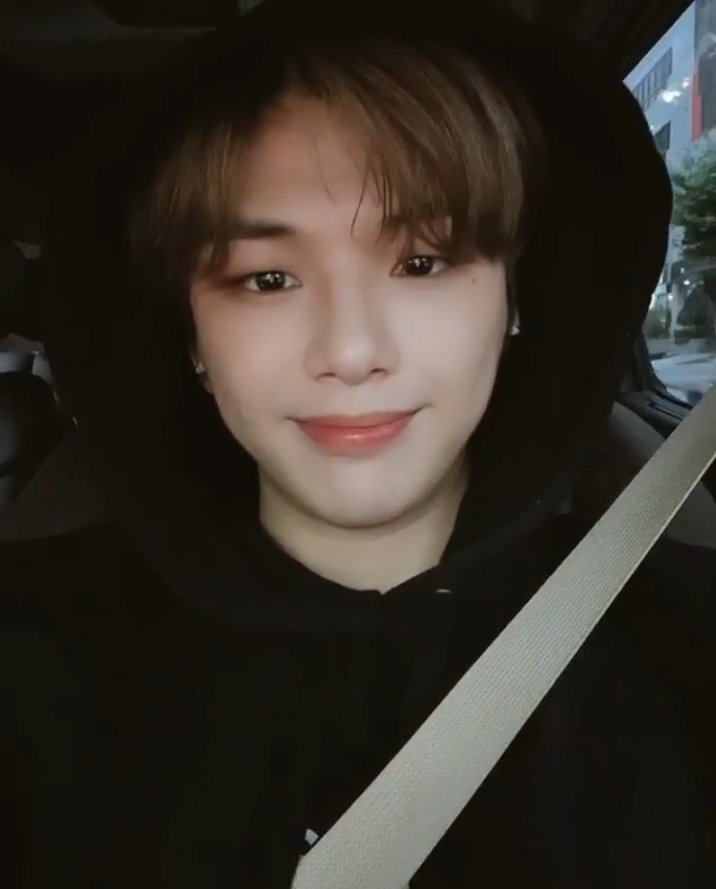 Super Danitys biggest happiness today. Our sunshine gave us billion hearts ♥️♥️♥️ & billion reasons to feel happy and loved. @konnect_danielk #KangDaniel #강다니엘 #강다니엘_사랑해 Watched this many times... Something 💋 youtu.be/eU4UBhshSZo