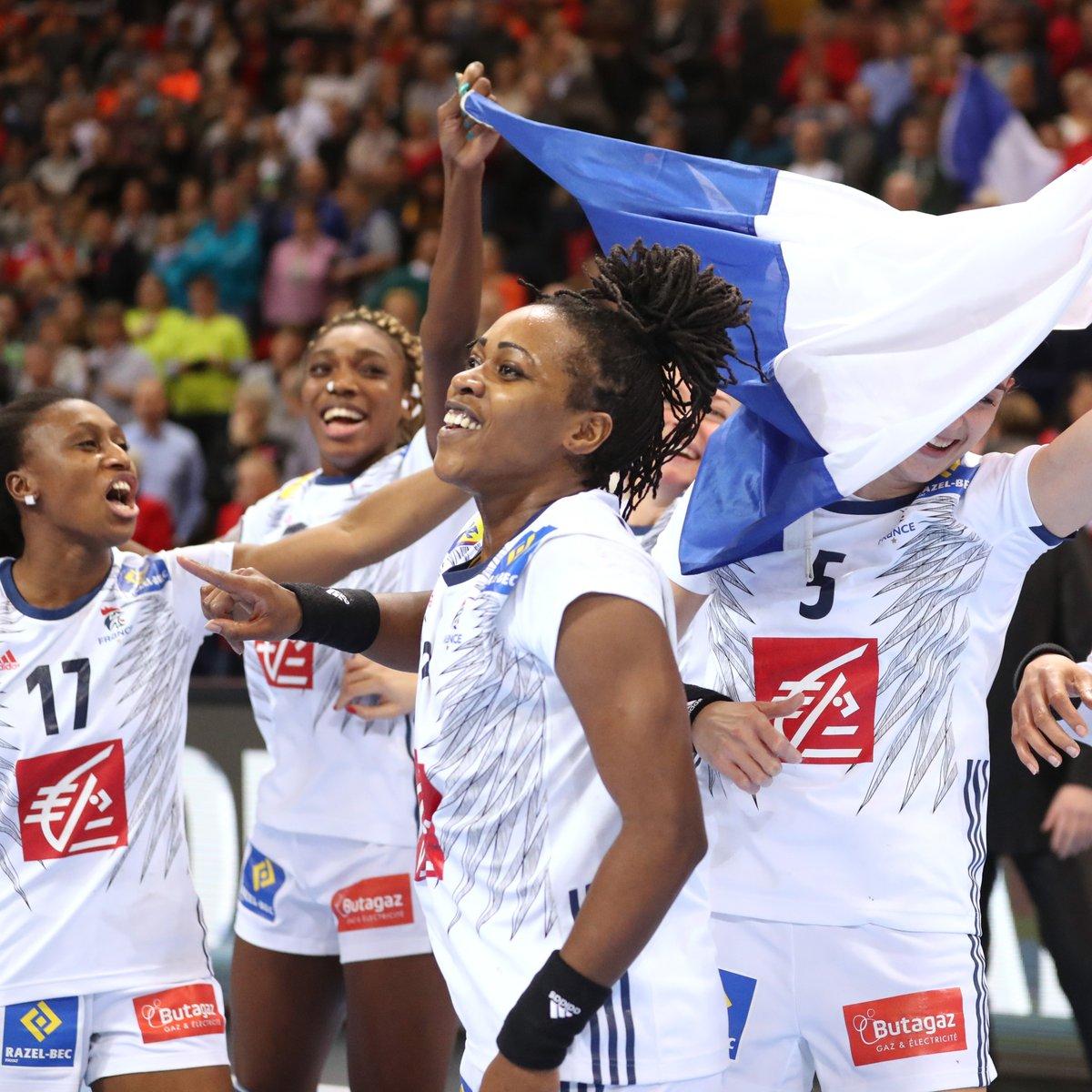 #EdFF  Championne du monde 🥇 vice-championne olympique 🥈 et médaillée de bronze 🥉 à l'EHF Euro, elle a connu tous les podiums sous le maillot Bleu ✊🇫🇷   Un immense coup de chapeau à Laurisa LANDRE pour son immense carrière de handballeuse 👏   #BleuetFier https://t.co/ic7iDIuFgg