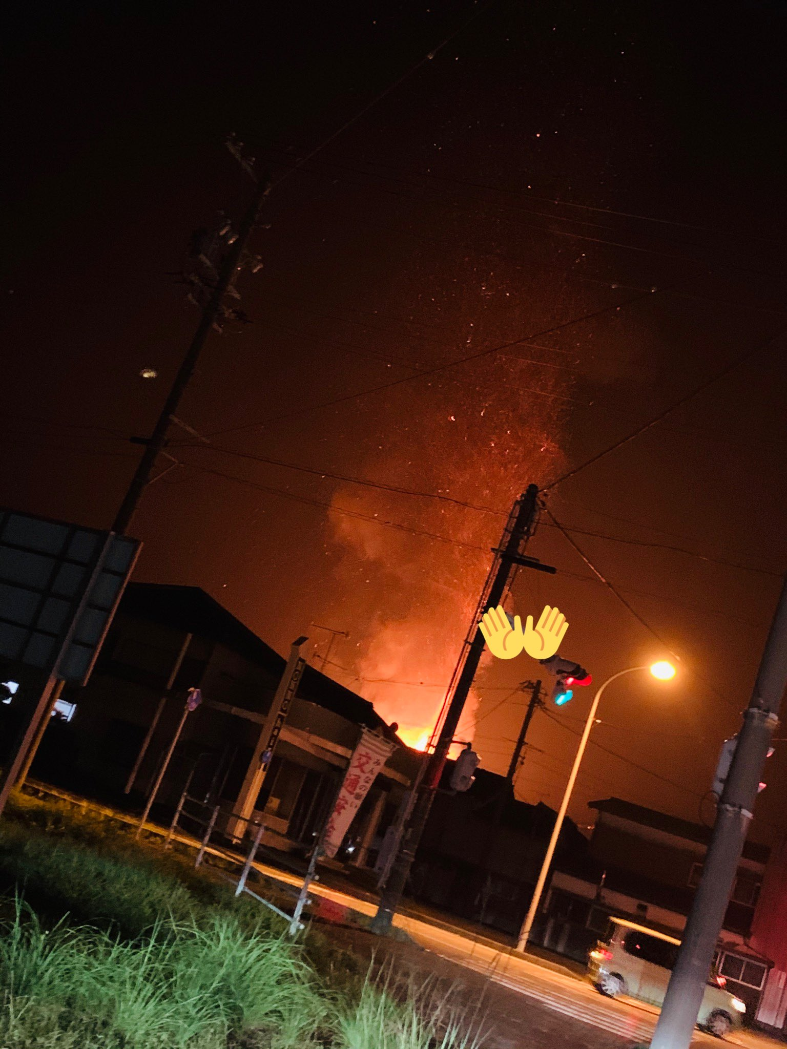 画像,#火事こりゃやべぇ……全焼and車爆発。中にいた人は見つかってないらしい…… https://t.co/zNp51Y1gPL…