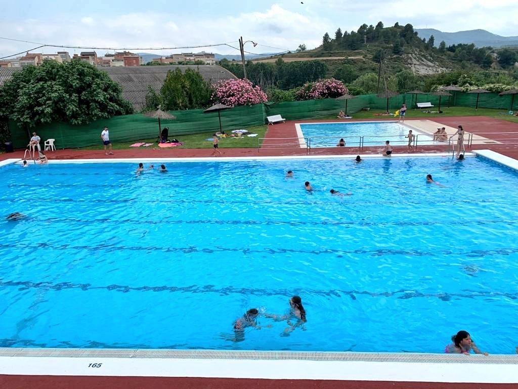 Avui hem estrenat la temporada d'estiu a la piscina del Molí Nou. En podeu consultar l'aforament a temps real  a https://t.co/3Wt8bHsSCl @esportigualada https://t.co/XB54mwEhQj