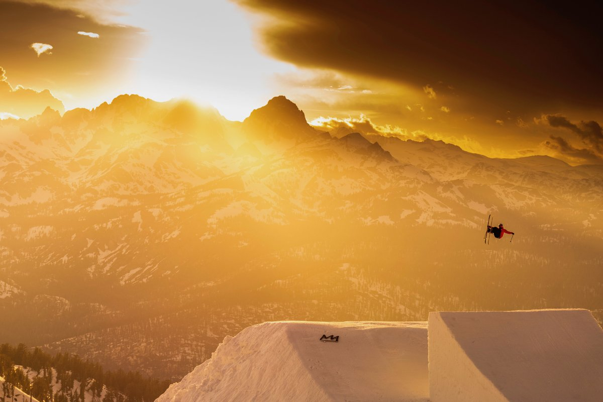 .@TWallisch makes it easy to find the magic in moments like these ⚡️ ⠀⠀⠀⠀⠀⠀ 📍: @MammothMountain, June 2019  #Ski #Skiing #MonsterEnergy https://t.co/aEjTARLeiP