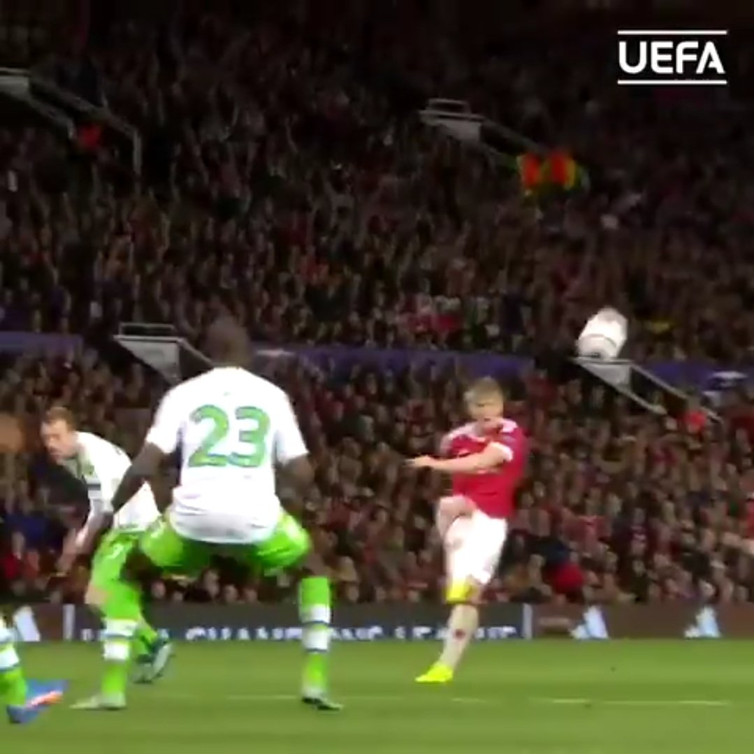 @juanmata8 @ChrisSmalling The real credit should go to this guy, the fella who assisted the assister 🤣🤣🤣 https://t.co/V7HbZbCxx4