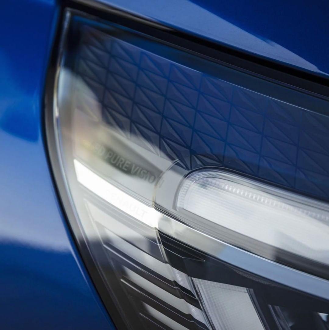 S njegovim LED Pure Vision farovima, vožnja po mraku je dečja igra. Isprobajte novi #CLIO, prijavite se za probnu vožnju! 👉 https://t.co/1tdgDTcz7Z https://t.co/8FAgzFSHa1