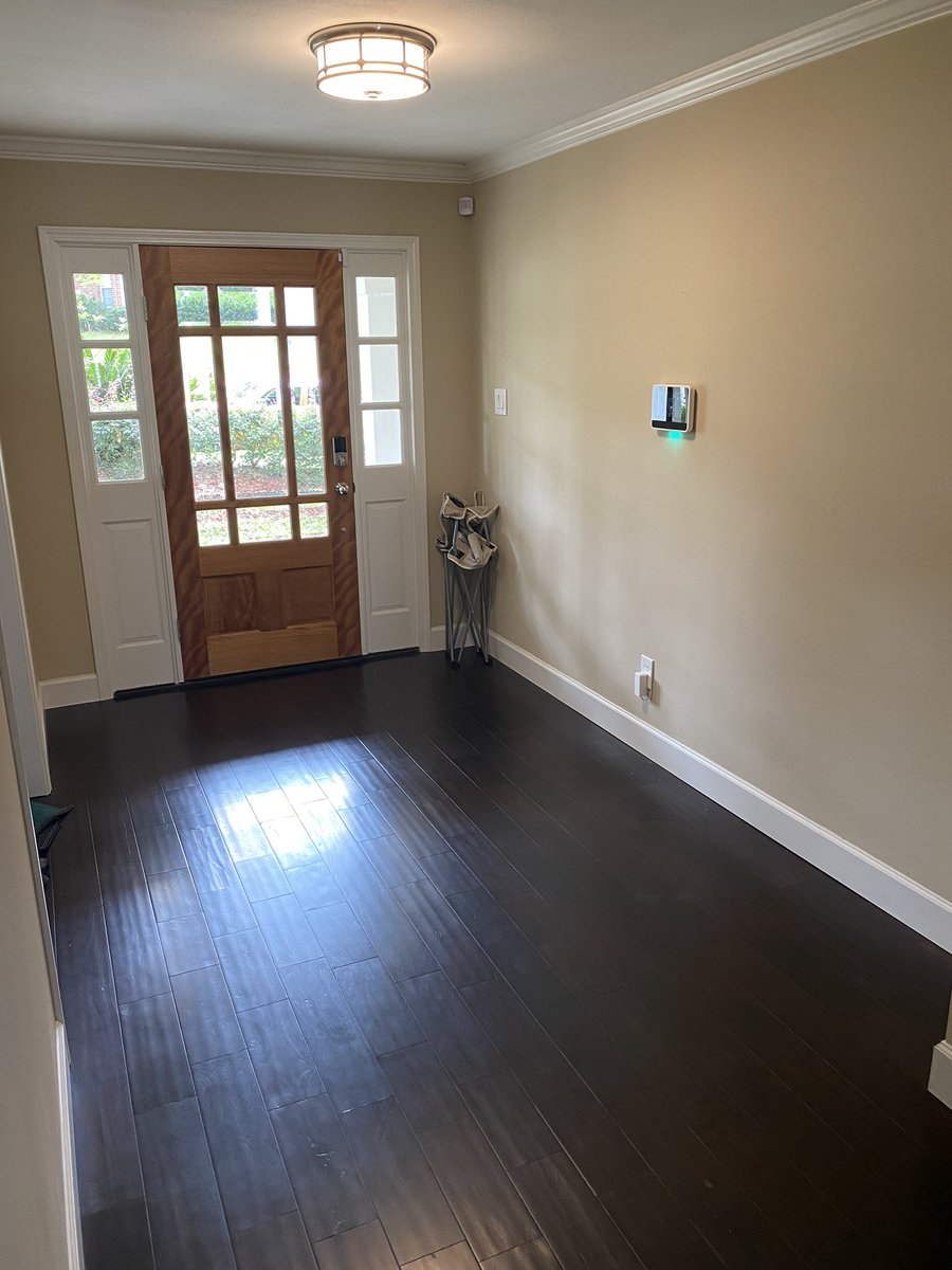 The entry way is the first place a guest experiences when entering your home! Always make sure it is well lit and inviting! How do you like this before and after? #interiordesign pic.twitter.com/J8T4v0vJzQ