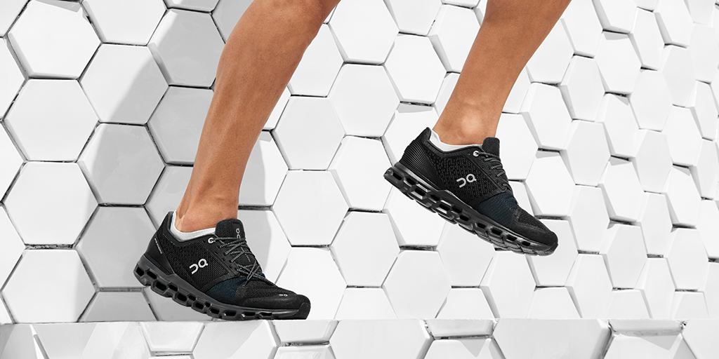 Double your run in the Cloudstratus.   Swiss-engineered for maximum cushioning and distance. The Cloudstratus is the first On to feature two Cloud layers.   Less impact, more running, pure performance. https://t.co/GQ0D1SKQkZ  #onrunning #runonclouds https://t.co/gupKQ2mrQE