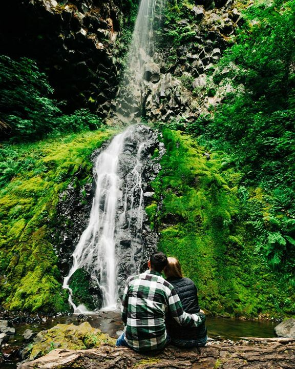 I love me some nature's carpet  . . . . .  . .  . . . #naturescarpet #waterfall #oregonwaterfall #moss #exploretheworld #engagementshoot #engaged #oregonelopements #oregonweddingphotographer #love #weddingphotography #travelingweddingphotographer #g… https://ift.tt/2FUmqAFpic.twitter.com/3clw1QCFPe  by Madelyn May Photography