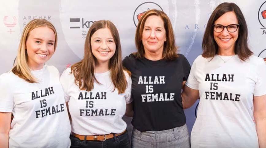 Me gustaría ver pasear a estas buenistas con esa camiseta por un país musulmán. A ver cuánto durarían. 📷👇 https://t.co/BJOwc1Lifq