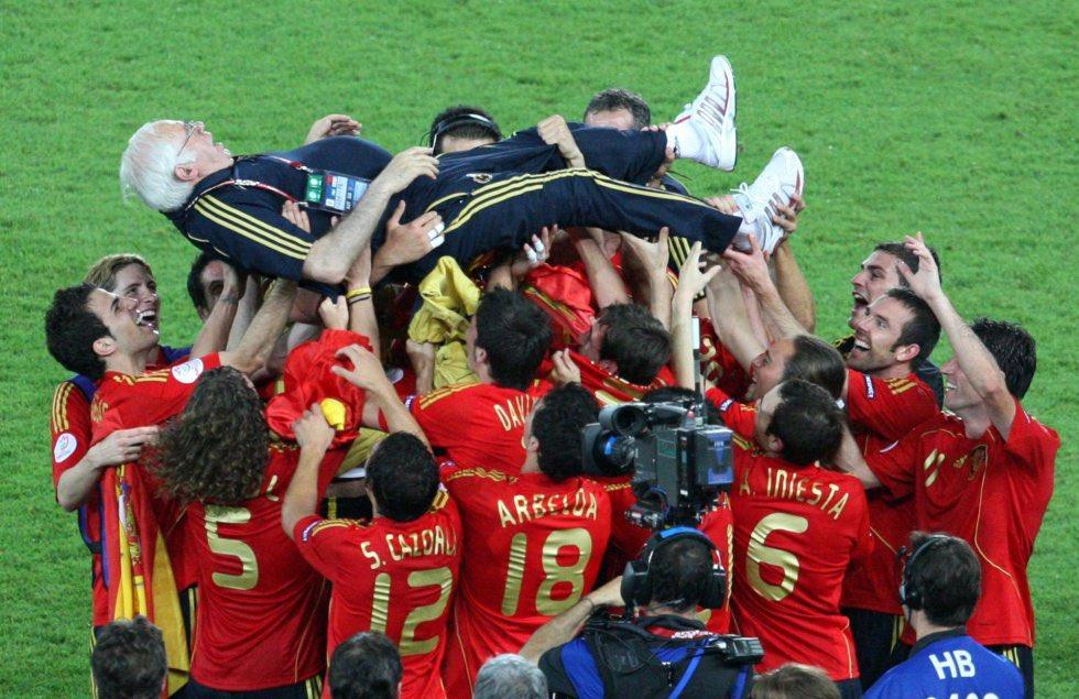 Hoy hace 12 años desde que cambiamos el rumbo de nuestra historia, gracias por todo mister🏆🇪🇸 #Euro2008