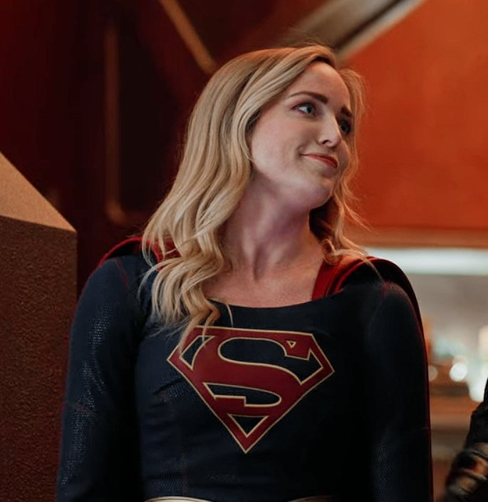 sara lance in a supergirl suit >>>> <br>http://pic.twitter.com/1GZSJkhzxx