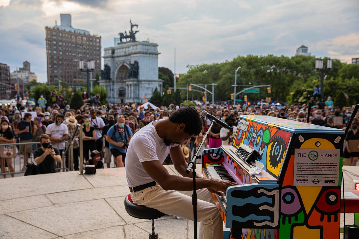 𝐇𝐄𝐀𝐃𝐋𝐈𝐍𝐄: Jazz Is Built For Protests. @JonBatiste Is Taking It to the Streets. Read in the @nytimes. ↳ umg.lnk.to/JONBATISTExNYT
