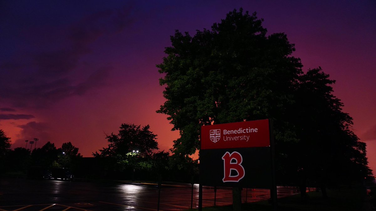 What a gorgeous sunset following Friday's summer storm. Have a great night, BenU!  📸: Andy Delgado https://t.co/OTlgaSa8yM