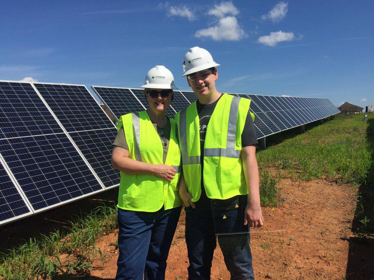 #takeyourkidtoworkday with @spower_us #STEM #RenewableEnergy https://t.co/rfux373LQw
