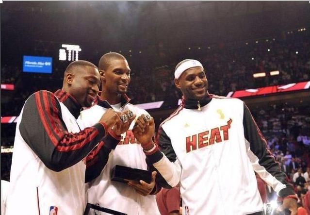 Riley用06年的冠軍戒招募Bosh,但龍王在熱火奪冠後卻未歸還,這是為何?-黑特籃球-NBA新聞影音圖片分享社區