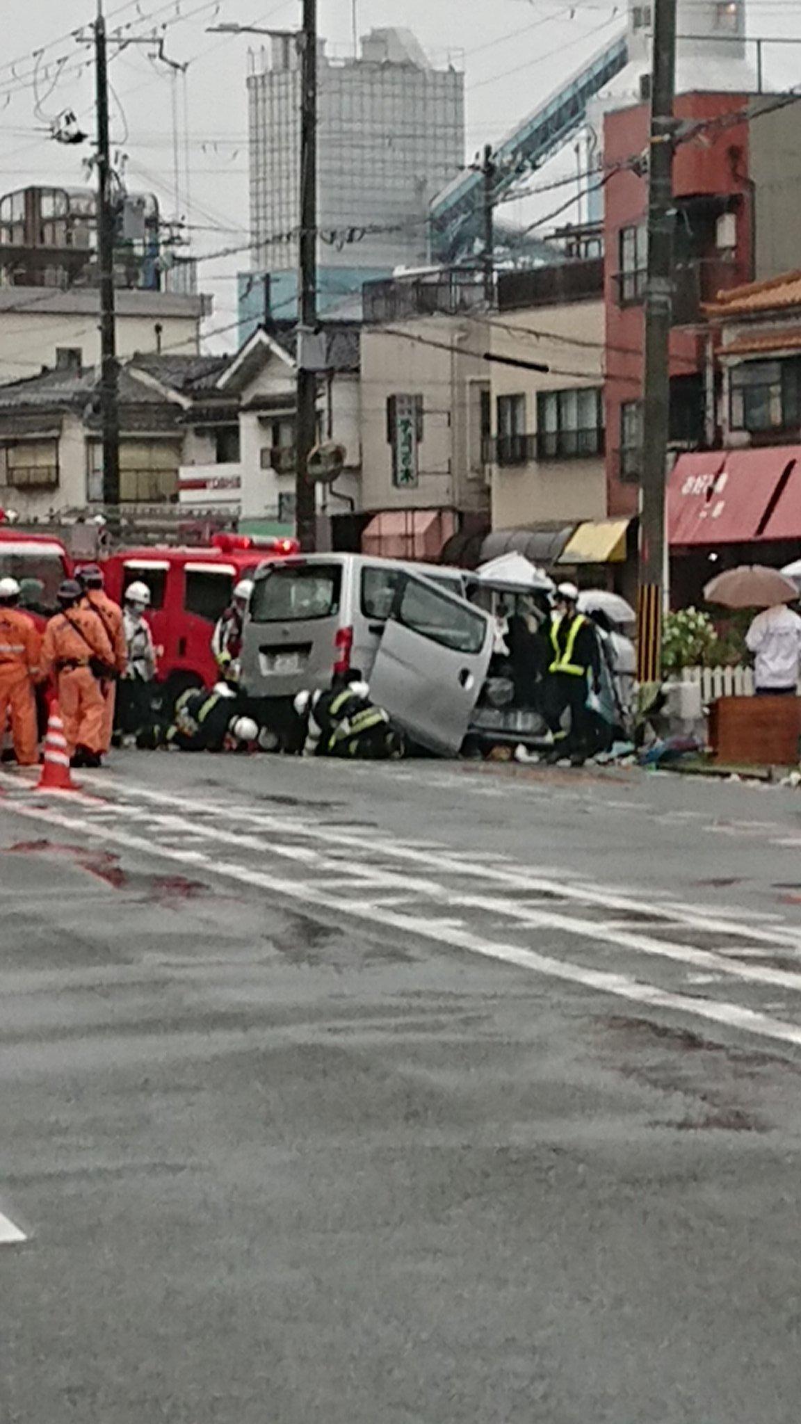 画像,家の裏の産業道路が賑やかだなーと思ってたら、また魔のカーブで結構な事故だった(´д`|||)#交通事故#魔のカーブ https://t.co/YYuSZOjO2…