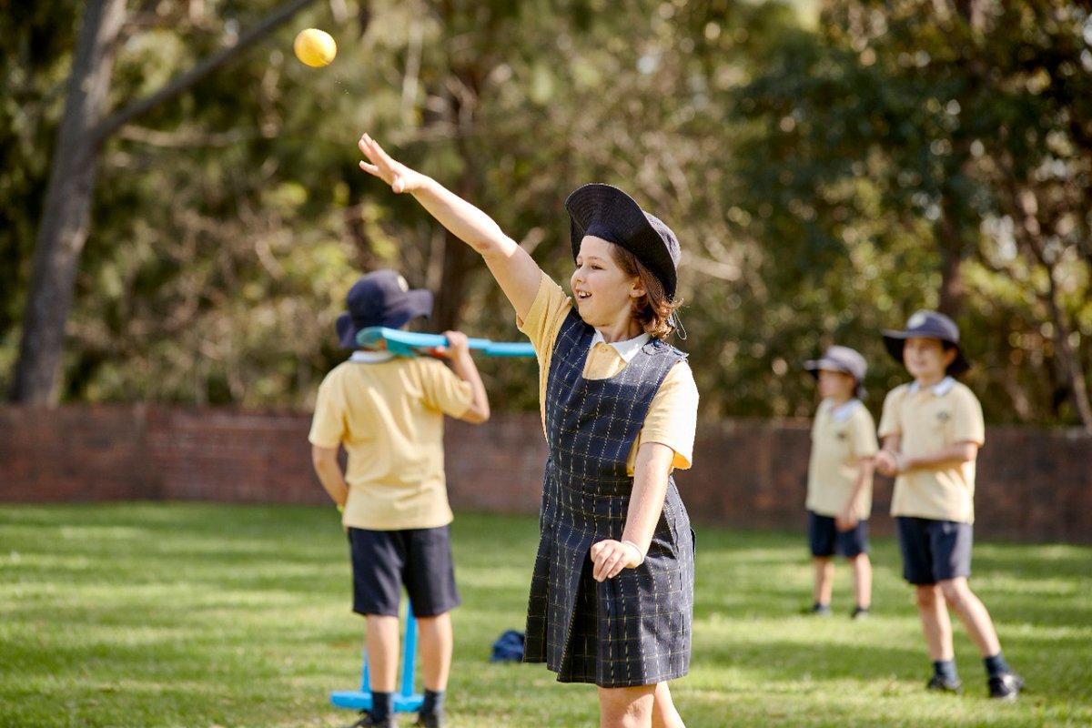 Could you throw a ball and #guess where it will land? This #fun #maths activity rewards you for doing just that: http://bit.ly/3fDQspM  #aussieED @AcaraEduAU @NSWeducation #auspol #Straya #ausuni #edutweetoz @NSWSLI #NSWDoE @DoE_Science @STANSW @Education2040pic.twitter.com/e66szJ4urO