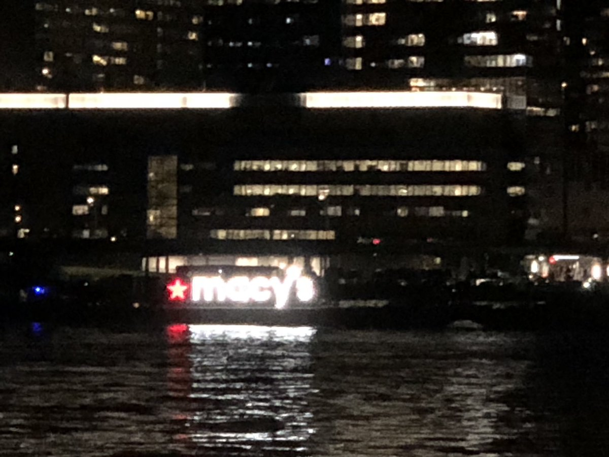 Hmmm...the two floating Macy's barges I the East River makes me think we might be about to get a 'secret' 4th July fireworks show here in Long Island City... https://t.co/EF3qHNXc8Y