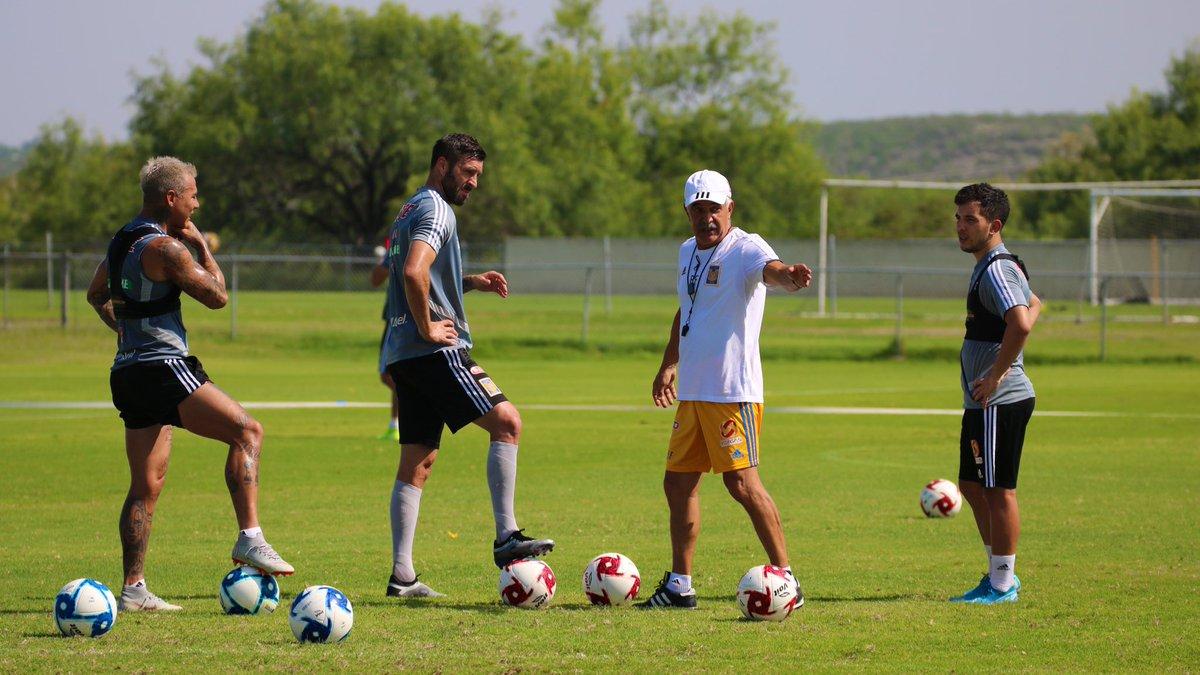 Edu Vargas, André-Pierre Gignac y Leo Fernández. La que pueden armar el próximo torneo. ILUSIÓN. 📷 @TigresOficial