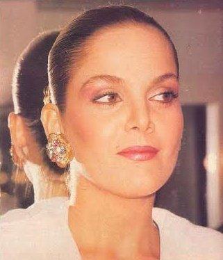 Quien es esta espectácular mujer? @kiara_true @HildaAbrahamz @VirguezFranklin @perpetuok @Caricari7 @BelenMarrero @los90noinventan @catherine_fulop https://t.co/V5U71V6cCO