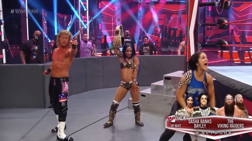 NOW | @SashaBanksWWE pins #WWERaw #WomensChampion @WWEAsuka! #WWEAustraliapic.twitter.com/8jC0mBFtQF  by WWE Australia