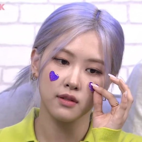Rosé why are you so cute?   #Ask_BLACKPINK  #Rosé <br>http://pic.twitter.com/G4jOjMvkCz