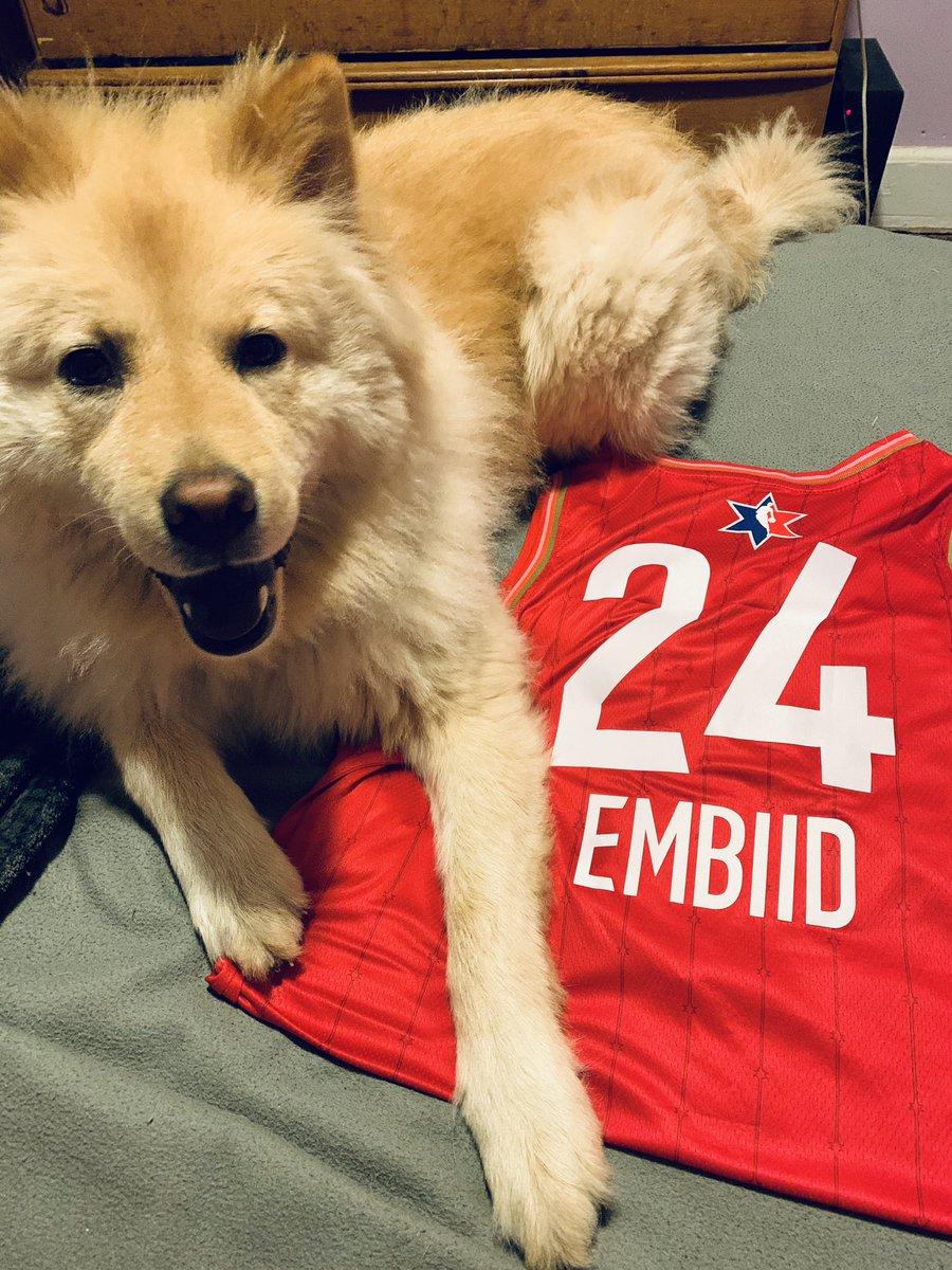 "my pup, JoJo, approves of my new Joel ""JoJo"" Embiid jersey!! Thank you again @The_PhifthQ! ❤️@JoelEmbiid https://t.co/GSyzXYR5Fv"