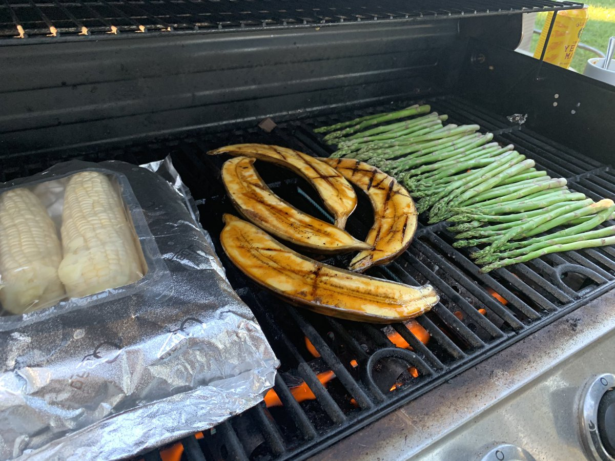 @GaryRGrayJr Corn, plantains, and asparagus grilled. We are them with smoked Tri-tip.