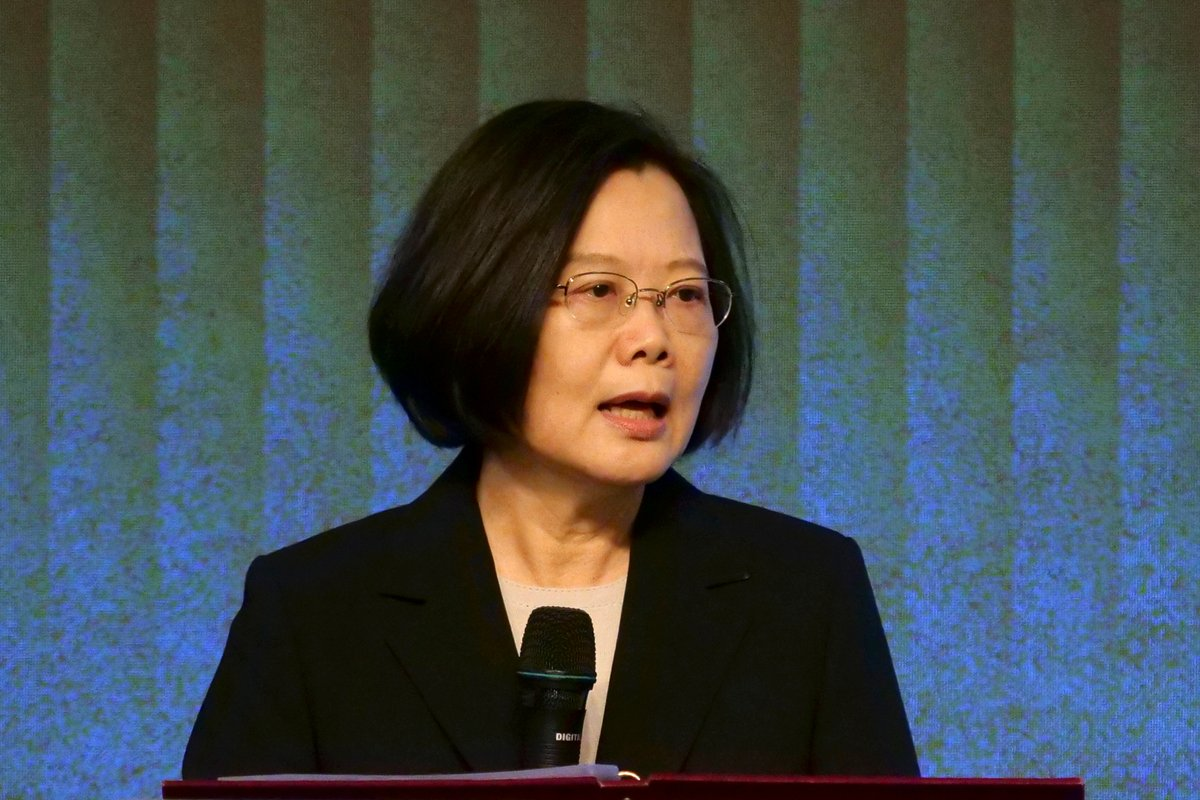 Taiwan warns citizens of risk in Hong Kong visits after China passes law https://t.co/X6naLcqnyo https://t.co/8Mjs7T7pYa