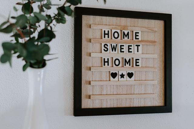 I love to travel, but I love home too. #TravelAddict vs #HomesweetHomepic.twitter.com/sSXW8lG9Cb