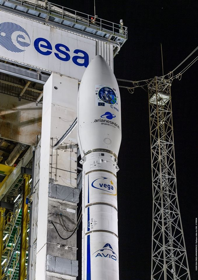 While we wait for the weather to improve in CSG, at least we got a nice shot of the launcher on the pad... #VV16 #Vega #CSG #ESA https://t.co/rfDkW0DSbV