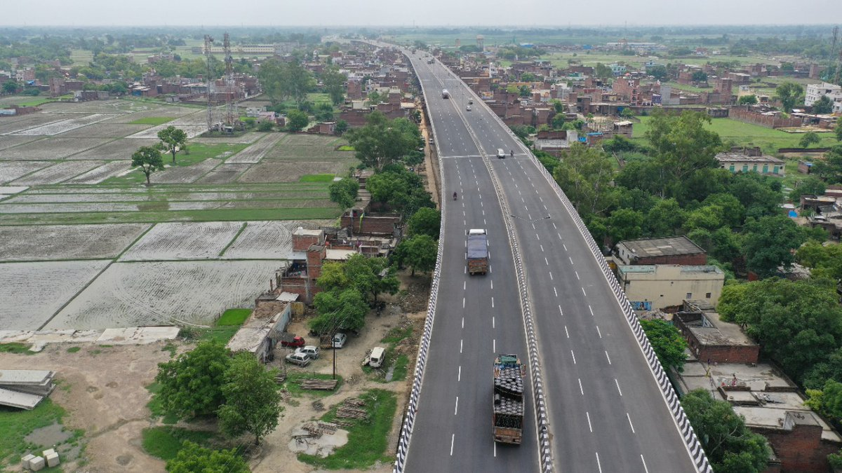 Highways are what define the city; and this Varanasi-Handia, six lane stretch on NH19, has successfully eased down commuting because of uninterrupted movement and greenery that surround it! #NHAI #VaranasiHandia https://t.co/bOA2PbUWaM