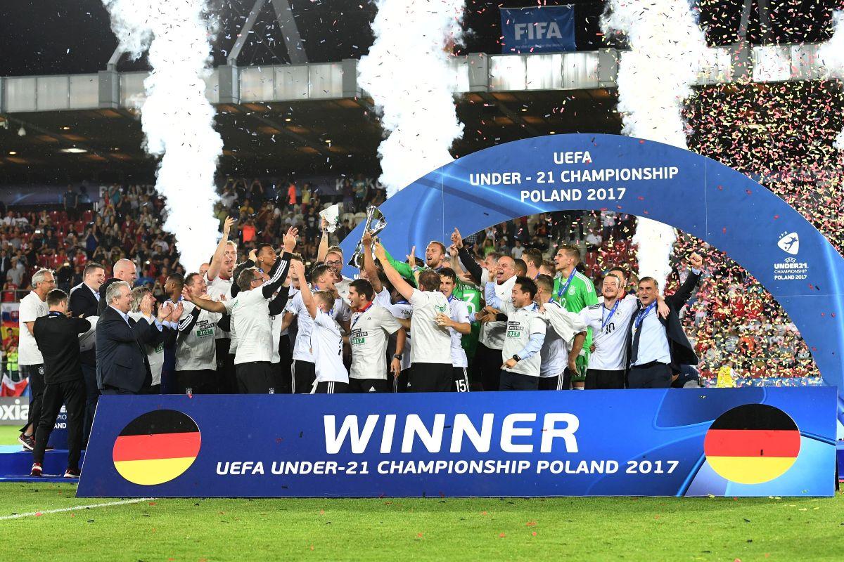 WHOOP WHOOP! 🥳 Heute vor 3️⃣ Jahren haben wir mit unserer #U21 den Titel bei der #U21EURO gefeiert 🤩  #HERZZEIGEN @UEFAUnder21 https://t.co/HM6pYSZq26
