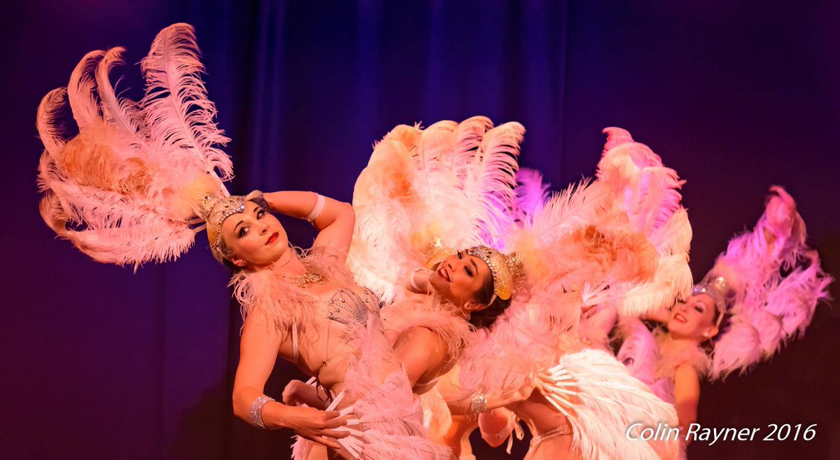 Sunday Funday!  Thanks to @craynerphoto for this shot of #TheFlamingFeathers.  #Feathers #Showgirls #Sparkle #Dancers #Entertainment https://t.co/K6dnHANWVT