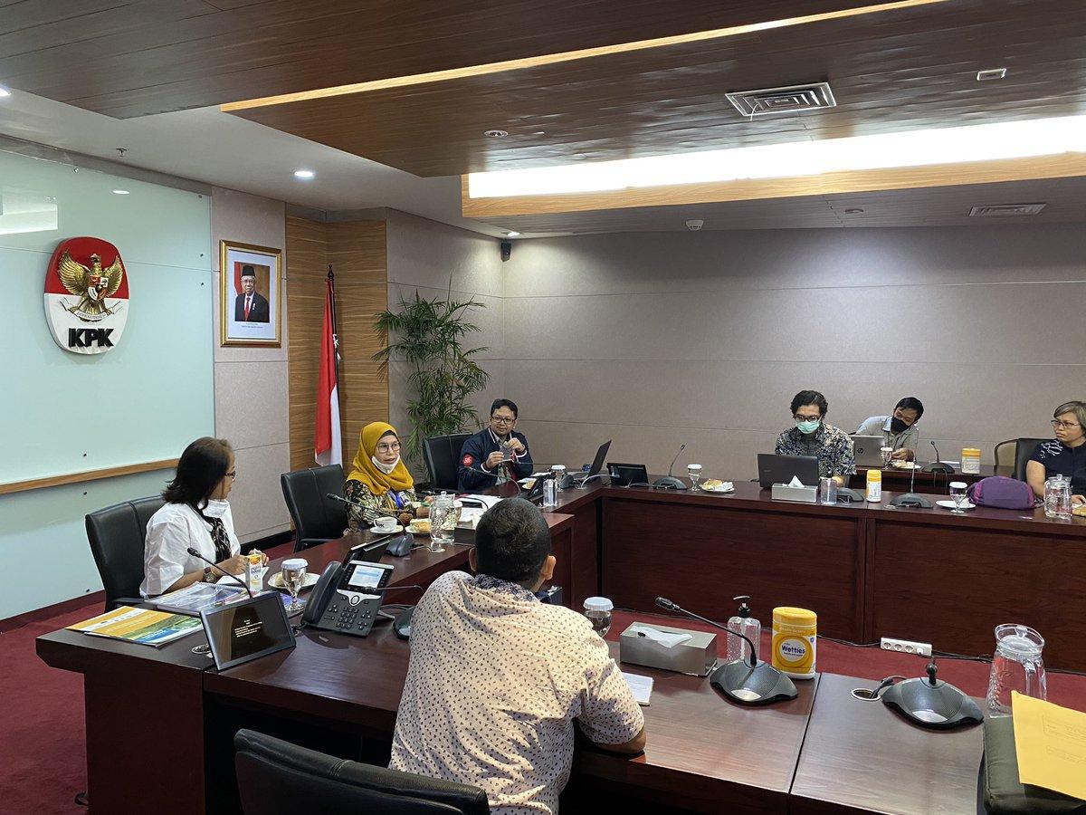 Tadi pagi Sawit Watch bersama teman-teman koalisi diantaranya @yayasanmadani @KaoemTelapak @fwindonesia @ICEL_indo dan @walhinasional diterima untuk beraudiensi di KPK. https://t.co/2wv8qRJ6IZ