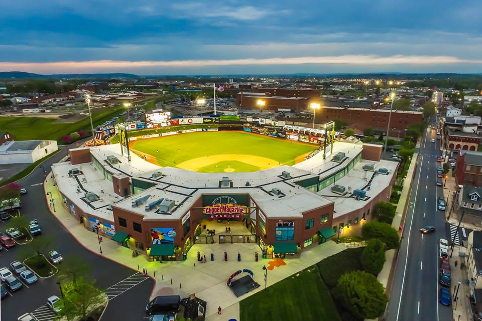"""We're in the Sweet 1️⃣6️⃣! Help us get to the Elite 8️⃣! Vote for Clipper Magazine Stadium in the @ballparkdigest """"Best of the Ballparks"""" contest! You can vote EVERY. SINGLE. DAY!   Vote: https://t.co/z6kxWCXxZW https://t.co/PUkuRhrzKB"""
